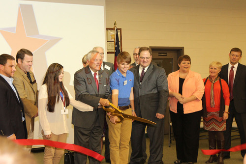 Governor Deal ribbon cutting. (PRNewsFoto/Pitsco Education) (PRNewsFoto/PITSCO EDUCATION)