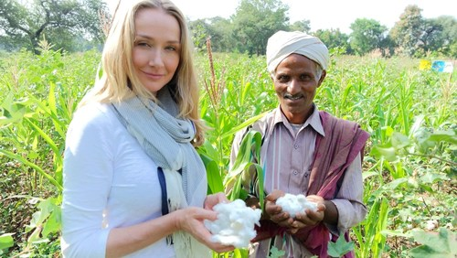 Alexandra Cousteau and organic cotton farmer Shivlal Jadha (PRNewsFoto/C&A Europe)