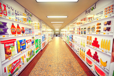 "Peapod, the nation's leading Internet grocer, has placed a virtual grocery store in Chicago's highly traveled State and Lake Station Tunnel.  Not only is Peapod the first in the nation to pilot this on-the-go, virtual store concept, but it's also the first company to mount a ""tunnel takeover"" ad campaign of this magnitude in Chicago.  (PRNewsFoto/Peapod)"