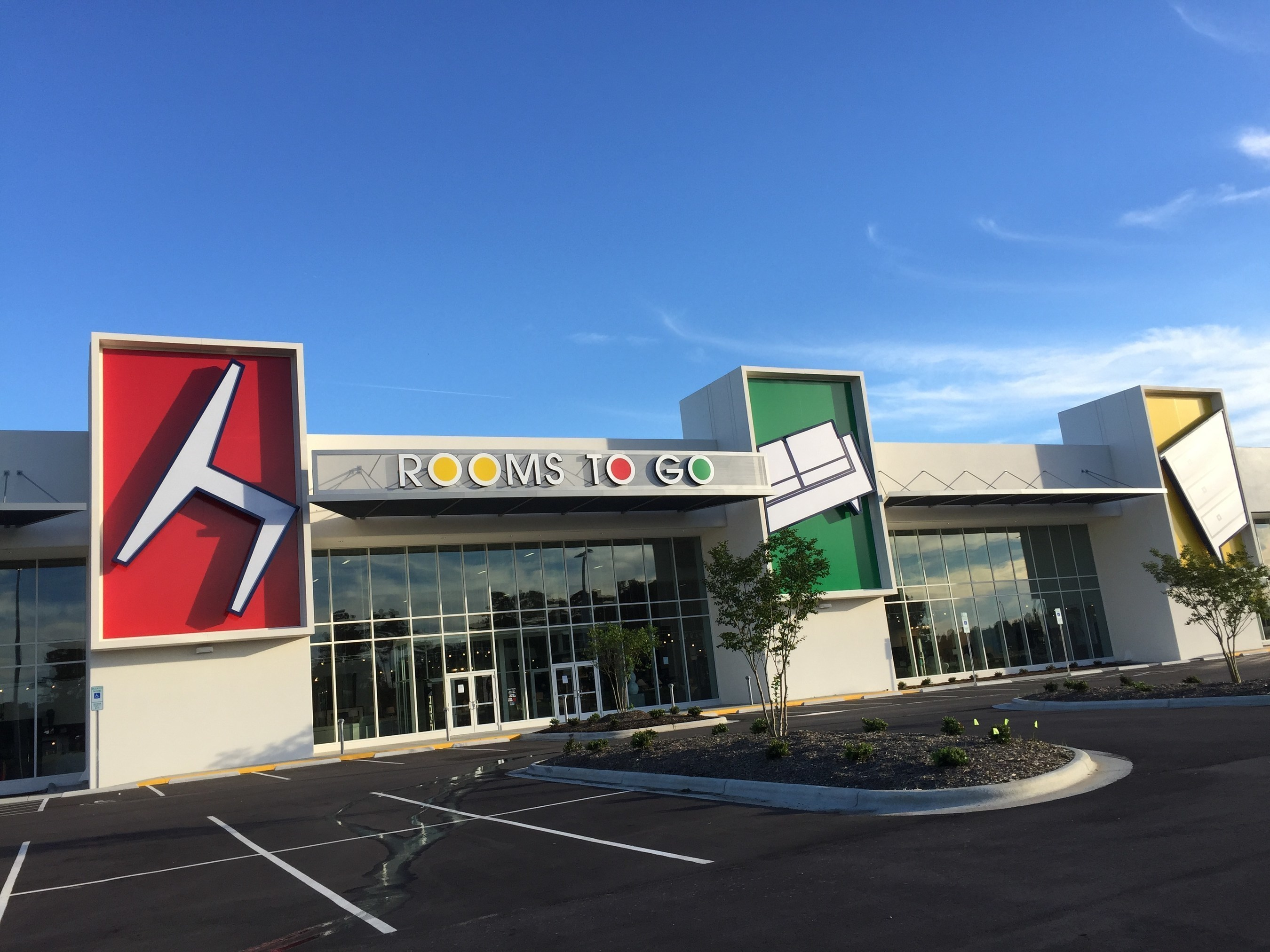 Rooms to go opens the largest furniture complex in the - Garden city ny distribution center ...