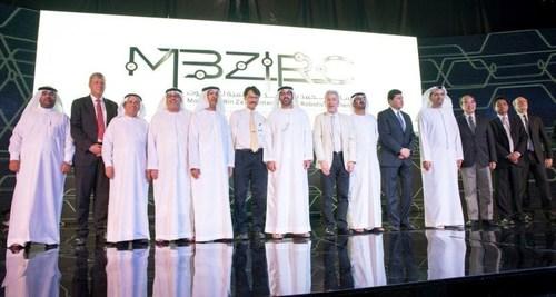 Group photo of the organizers and judging pane (PRNewsFoto/Khalifa University) (PRNewsFoto/Khalifa University)