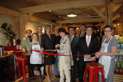 Officials celebrate the grand opening of Ashlawn Farm Coffee's new location in Old Saybrook, Connecticut and the availability of Xfinity WiFi. Featured (l to r): Judy Sullivan, Old Saybrook Chamber of Commerce, Jocelynn Neri, Ashlawn Farm Coffee manager, Carol Fortuna, First Selectman of Old Saybrook, Kristen Roberts, President of the Old Saybrook Chamber of Commerce, Chip and Carol Adams Dahlke, Owners of Ashlawn Farm Coffee, John Bairos, Comcast Senior Manager of Government and Community Relations, Kevin Kennedy, Old Saybrook Chamber Ambassador, Charlie Tzoumas, Regional Vice President of Comcast Business and Sarah Boone, Ashlawn Farm Coffee Old Saybrook location chef.  (PRNewsFoto/Comcast Cable)