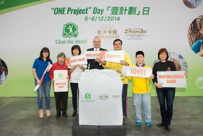 "Mark McWhinnie (fourth from left), Senior Vice President of Development and Shared Services and Director of Sands Cotai Central, Sands China Ltd.; Jolene Han (third from left), Managing Director of Clean the World Asia; and volunteers from the five participating associations officiated the kick-off ceremony of ""One Project Day"" Friday."