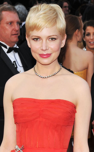 Academy Awards Nominated Actress Michelle Williams wore Fred Leighton for Forevermark Diamond Necklace.  ...