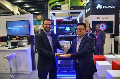Garrett Jones, VP of Sales, NSS Labs (Left), and Liu Lizhu, VP of Huawei Switch and Enterprise Communications product line (Right)