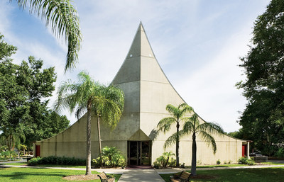 St. Paul Lutheran Church Sanctuary, 1968, Sarasota, FL. Architect Victor Lundy. Photo (C)Greg Wilson