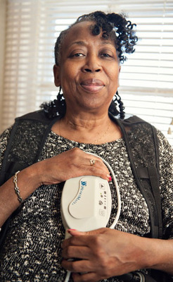 Joe Ann with her HeartMate II Controller.  (PRNewsFoto/Thoratec Corporation)