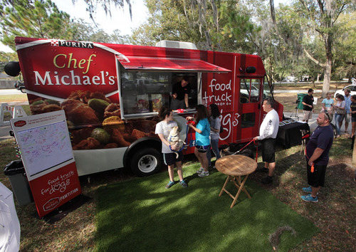 Excited consumers and their four-legged friends line up at the Chef Michael's Food Truck for Dogs to enjoy a thoughtful meal experience. You can help your food truck community become more dog-friendly by visiting www.foodtruckfordogssweeps.com.  (PRNewsFoto/Chef Michael's)