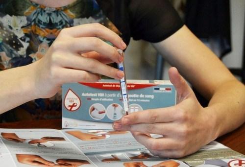How to use autotest VIH (PRNewsFoto/AAZ) (PRNewsFoto/AAZ)