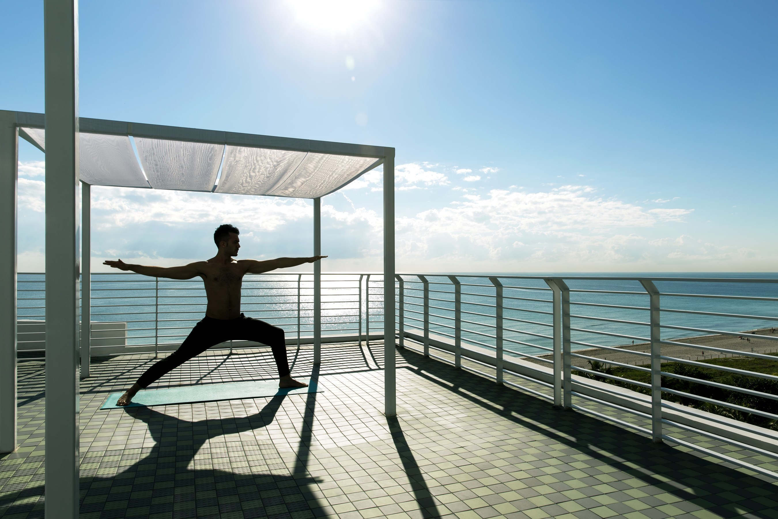 Rooftop yoga at Metropolitan by COMO (Photo Credit: Metropolitan by COMO)