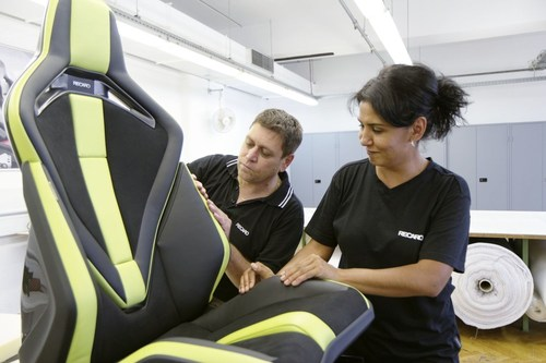 """Made for super sportscars: The Recaro Sport Seat Platform in the 'Sport Extreme"""" variant combines lightweight design, modularity and personalization and was therefore awarded with the Plus X Award in the categories Innovation, High Quality, Design and Ergonomics. (PRNewsFoto/Recaro Automotive Seating) (PRNewsFoto/Recaro Automotive Seating)"""