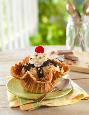 Baskin-Robbins Brews Up Jamoca(R) Heath(R) Ice Cream As Its April Flavor Of The Month.  (PRNewsFoto/Baskin-Robbins)