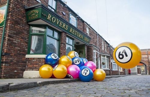 GalaBingo.com sets an official GUINNESS WORLD RECORDS(TM) title for the largest set of bingo balls! (PRNewsFoto/Gala Interactive)