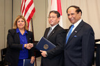 U.S. and Japanese officials sign organic equivalency agreement.  (PRNewsFoto/Organic Trade Association)