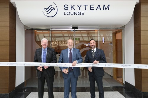 L-R: Jon Conway, Divisional Senior Vice President, marhaba; Perry Cantarutti, SkyTeam CEO and Managing Director; Eugene Barry, EVP Commercial and Communications, Dubai Airports (PRNewsFoto/SkyTeam)