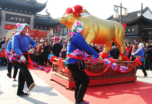 Historische chinesische Wasserstadt Zhouzhuang feiert Jahr des Affen