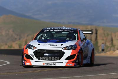 PAUL DALLENBACH SETS NEW TIME ATTACK CLASS RECORD AT PIKES PEAK HILLCLIMB IN HYUNDAI RMR GENESIS COUPE RACER.  (PRNewsFoto/Hyundai Motor America)