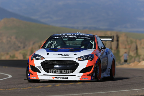 PAUL DALLENBACH SETS NEW TIME ATTACK CLASS RECORD AT PIKES PEAK HILLCLIMB IN HYUNDAI RMR GENESIS COUPE RACER.  (PRNewsFoto/Hyundai Motor America)