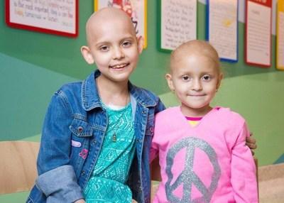 Bustos Media ayuda a recaudar fondos a beneficio de ninos que lucha contra el cancer como Sarah y Camila, pacientes de St. Jude.