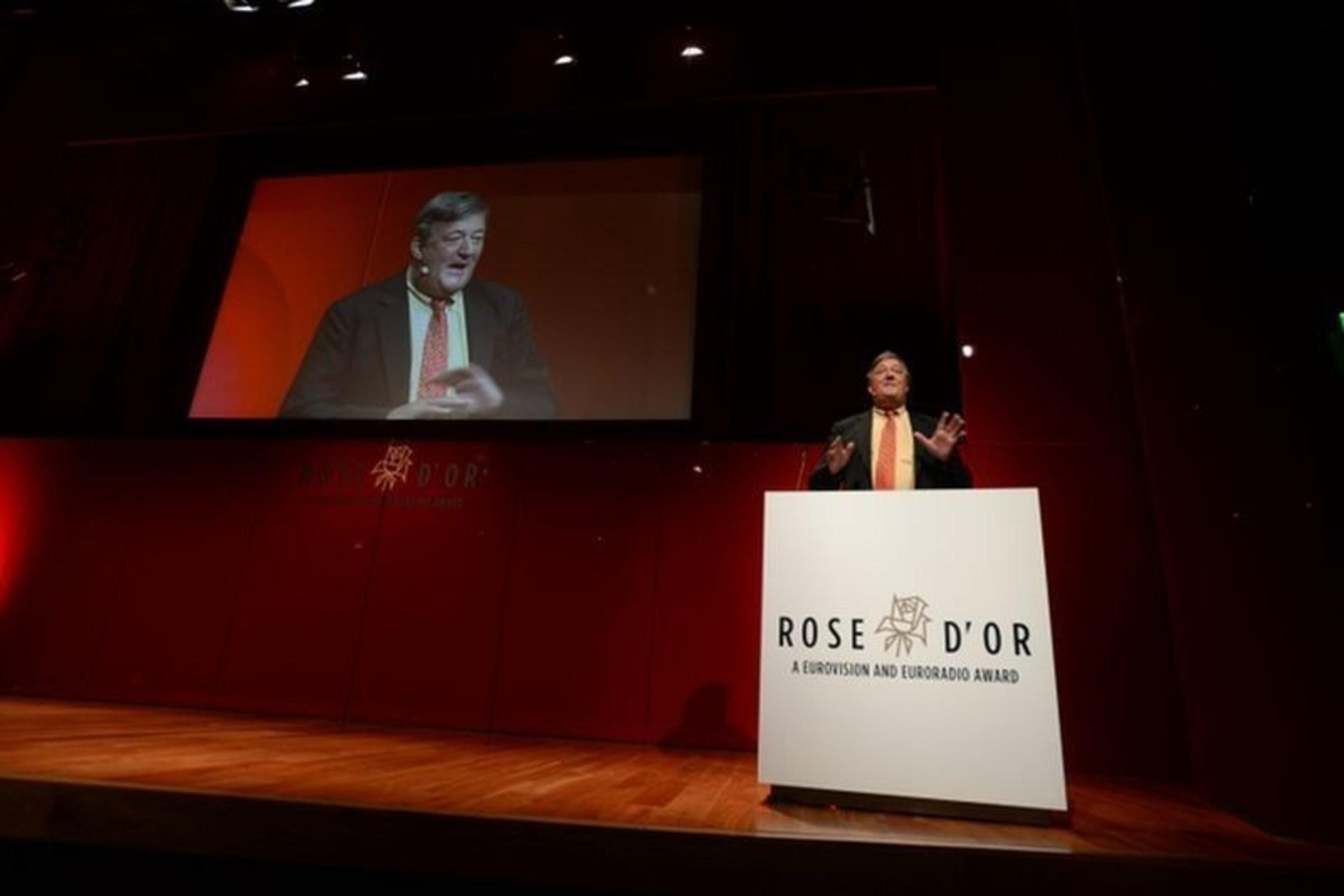 Stephen Fry wins Rose d'Or Lifetime Achievement Award (PRNewsFoto/European Broadcasting Union) (PRNewsFoto/European Broadcasting Union)