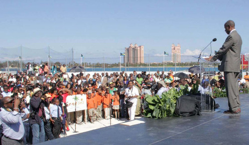 Sir Sidney Poitier bridge dedication for Bahamas Independence celebrations.  (PRNewsFoto/Bahamas Ministry of Tourism)