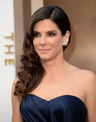 Sandra Bullock selects platinum jewelry for the Oscars! facebook.com/jewelryplatinum.  (PRNewsFoto/Platinum Guild International USA)