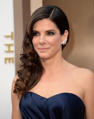 Sandra Bullock selects platinum jewelry for the Oscars! facebook.com/jewelryplatinum.  (PRNewsFoto/Platinum ...