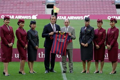 The CEO of Qatar Airways and the President of FC Barcelona exchanging gifts at this evening's presentation