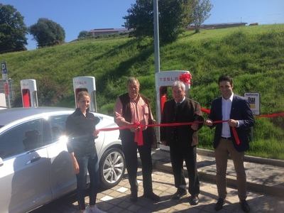 Salzburg is now supercharged! Richard Absenger, general manager of the Hotel Kaiserhof and Daniel Hammerl, Country Director Tesla Austria officially opened the new Supercharger station today! (PRNewsFoto/Tesla)