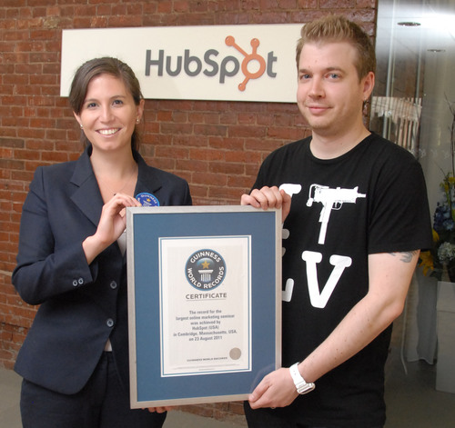 HubSpot's Scientist of Social Media Dan Zarrella accepts the certificate of record from Guinness World Records' Kimberly Partrick.  (PRNewsFoto/HubSpot)