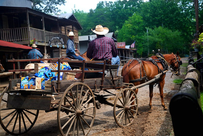 Jethro Weicht delivers a wagon full of OREO Mini Cookies to residents of Love Valley, North Carolina. Learn more and send your own OREO Mini delivery for free at OREOMiniDelivery.com. (PRNewsFoto/Mondelez International)