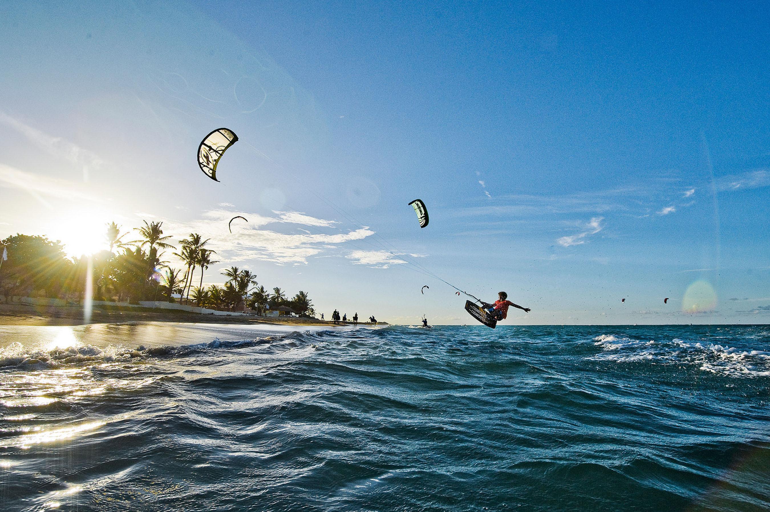 Kiteboarding in Cabarete.  (PRNewsFoto/Dominican Republic Ministry of Tourism)