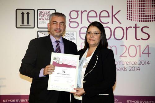 Jeanette Sklivanou of Safe 'N Beautiful accepts Greek Exports Award (PRNewsFoto/Safe 'N' Beautiful)