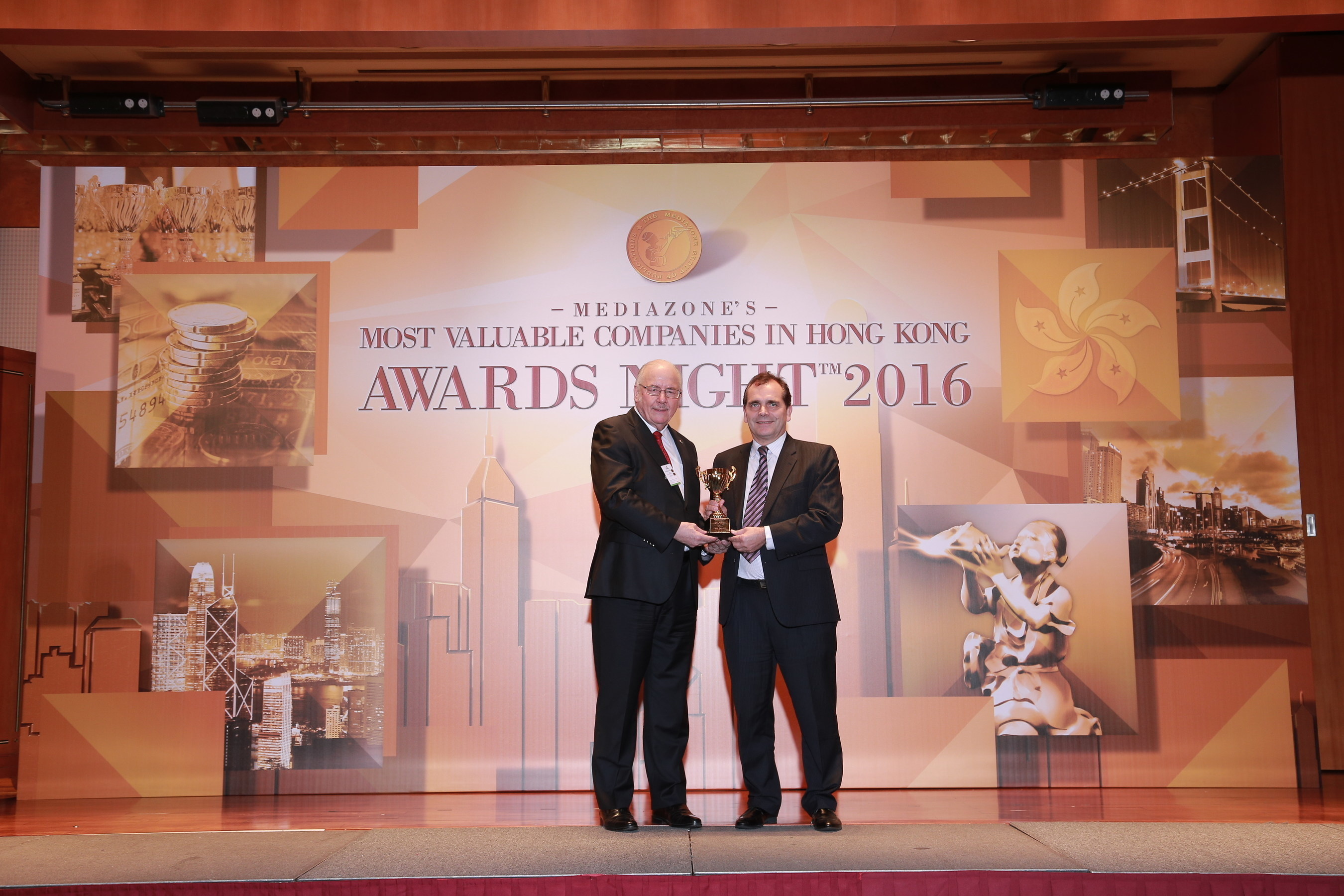 Jime Essink, President & CEO of UBM Asia, (on the right) receives 'Asia's Most Reliable Trade Show ...