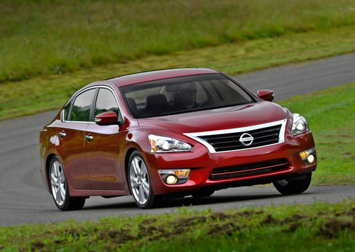 2013 Nissan Altima Steers Its Way to Top Accolades