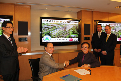 Seated left:  Andrew Bellina, Senior Policy Advisor, U.S. EPA Region 2, and Wayne Park, President and CEO, LG Electronics USA. Standing left:  I.D. Kim, LG Electronics USA Vice President Standing right: Nicholas Sekas, Counsel to LG, and Joseph Parisi Jr., Englewood Cliffs Mayor.  (PRNewsFoto/LG Electronics USA)