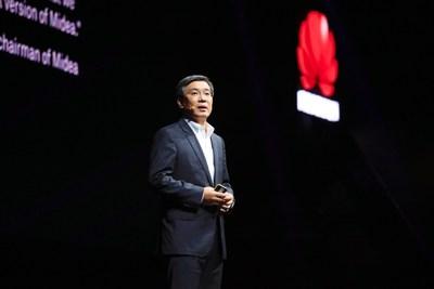 Yan Lida, president of Huawei Enterprise BG, delivers a keynote speech titled