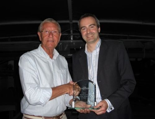 Julian Amesbury, Commercial Director Q8Aviation (right), receives the award from Keith Carter, International Director of Armbrust Aviation Group. (PRNewsFoto/Q8Aviation)