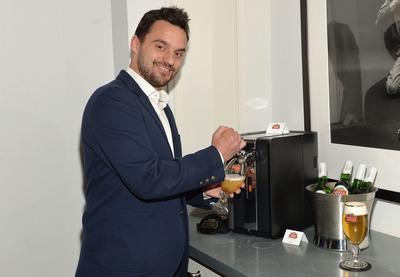 Jake Johnson tests out PerfectDraft at Stella Artois Celebration of The Home Bar.  (PRNewsFoto/Stella Artois)