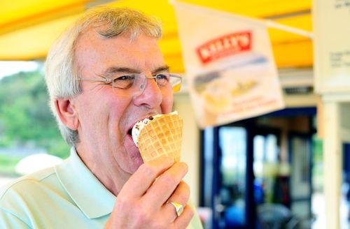 Holiday maker enjoying Kelly's of Cornwall ice cream in its heartland (PRNewsFoto/Kelly's of Cornwall)