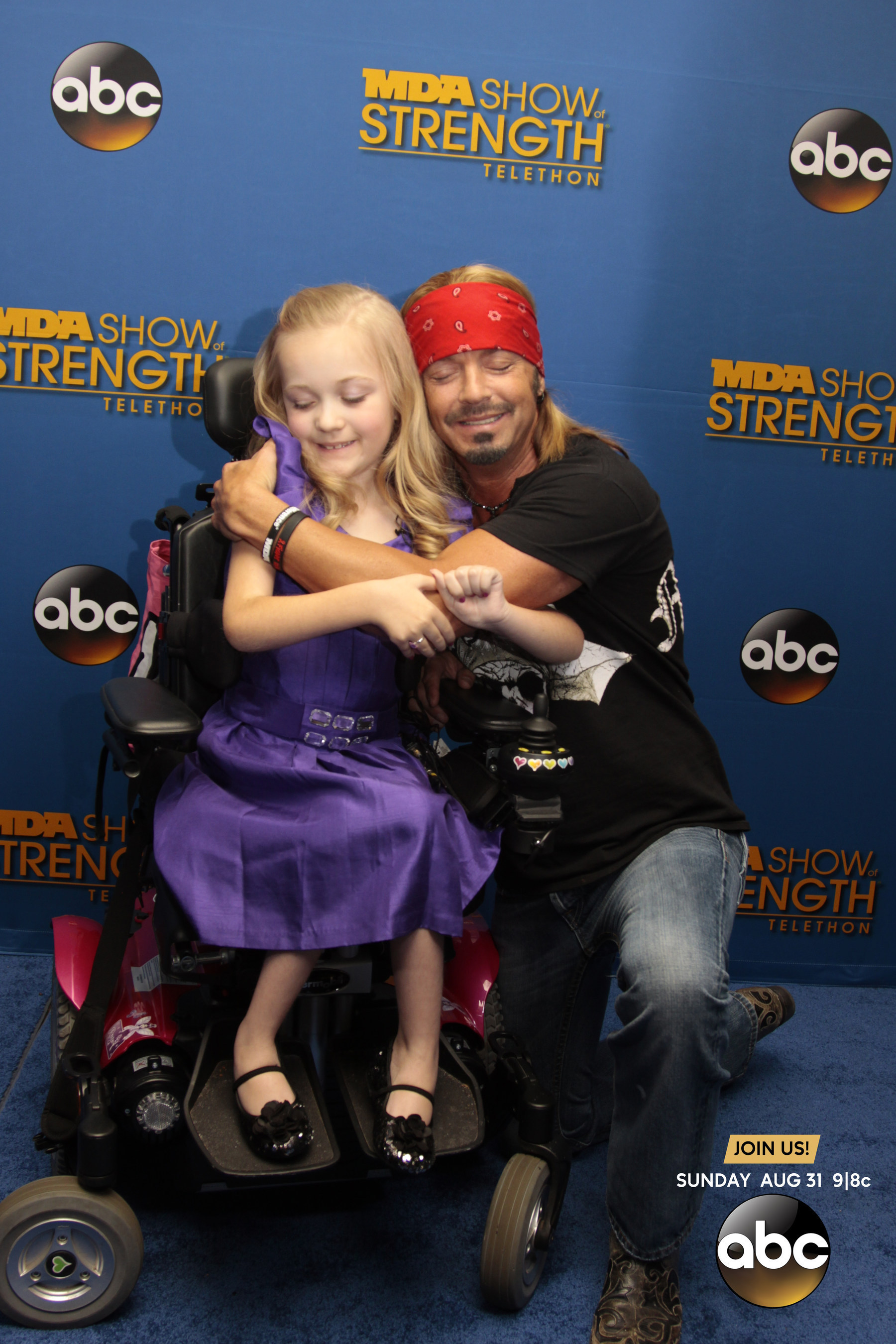 Rock legend Bret Michaels took his support behind-the-scenes at the 2014 MDA Show of Strength Telethon, airing tonight on ABC stations nationwide, to meet with families served by the Muscular Dystrophy Association. Michaels pledged a $10,000 donation to MDA's National Goodwill Ambassador, 9-year old Reagan Imhoff on the blue carpet to help support MDA's mission to save and improve lives of children and adults affected by muscle disease. (PRNewsFoto/Muscular Dystrophy Association)