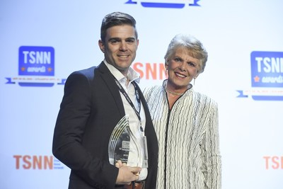 Jared Auld accepting the 2016 TSNN Award for OVERALL Fastest-growing For-profit Show in Attendance with presenter, Sue Trizila, CEO of Wyndham Jade.  Photo credit: (c) The Photo Group 2016
