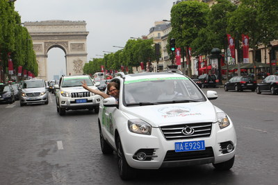 The motorcade passed through the Triumphal Arch