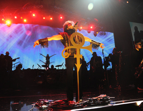 Prince performs with NPG and 3RDEYEGIRL at recent Mohegan Sun engagement. (PRNewsFoto/NPG Records) ...