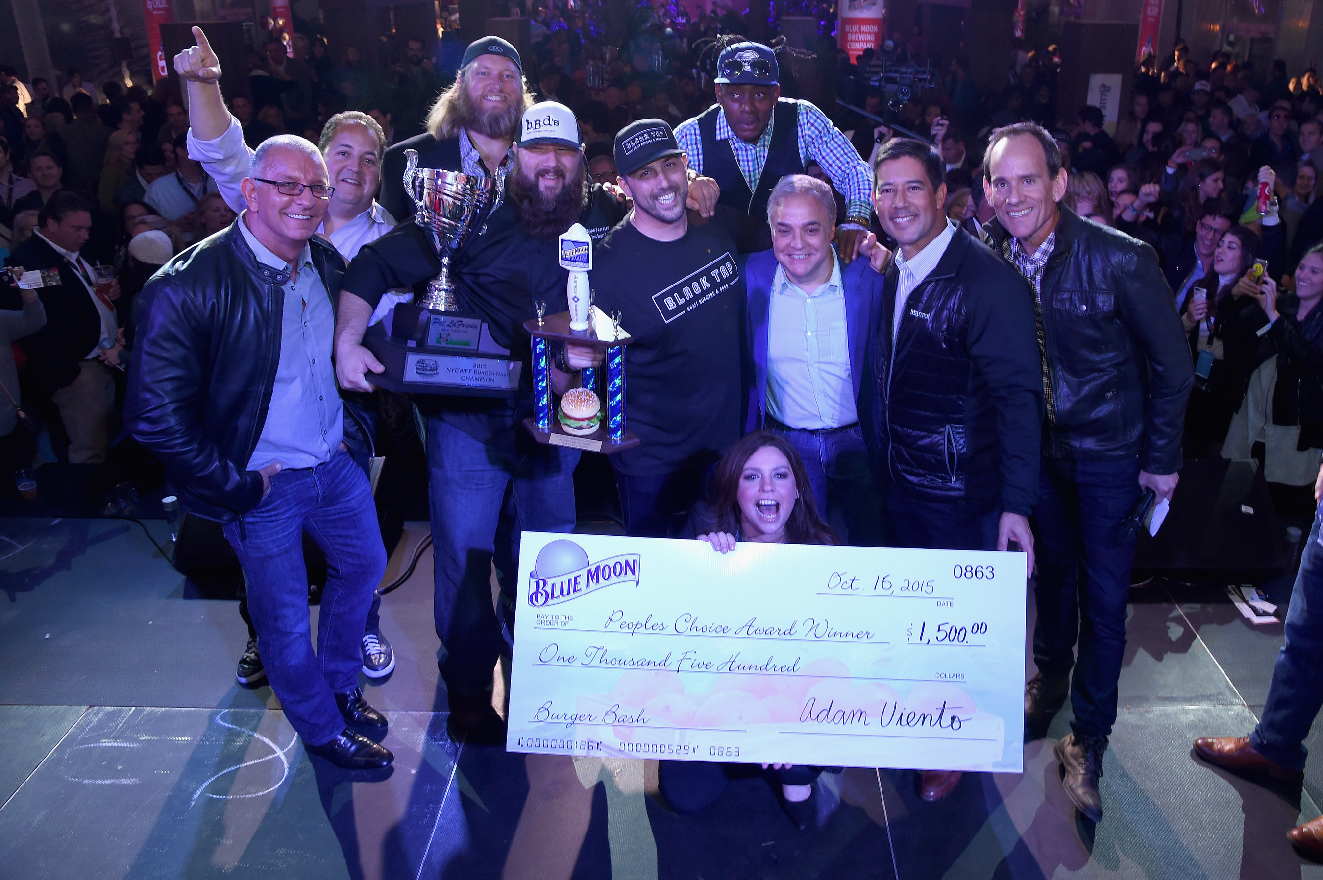 Celebrity chef Robert Irvine, New York Jets' Nick Mangold, Ralph Perrazzo of BBD's Beers Burgers Desserts as Pat LaFrieda's 2015 NYCWFF Burger Bash(R) Champion, Blue Moon People's Choice Award winner Chef Joe Isidori of Black Tap, musician Coolio, Rachael Ray, and NYCWFF Founder & Director Lee Brian Schrager celebrate onstage at the Blue Moon Burger Bash presented by Pat LaFrieda Meats hosted by Rachael Ray - Food Network & Cooking Channel New York City Wine & Food Festival presented by FOOD & WINE at Pier 92 on October 16, 2015. (Photo by Larry Busacca/Getty Images for NYCWFF)