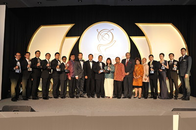 Recipients of the Asia Pacific Entrepreneurship Awards 2014 Indonesia posing with their trophies. Also in the photo are Dr Fong Chan Onn and William Ng, chairman and president respectively of Enterprise Asia. (PRNewsFoto/Enterprise Asia)