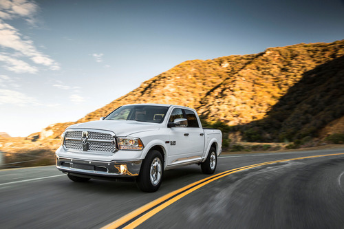 2014 Ram 1500 EcoDiesel achieves 28 mpg.  (PRNewsFoto/Chrysler Group LLC)