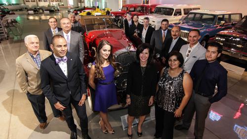 Periodistas Hispanos Visitan General Motors