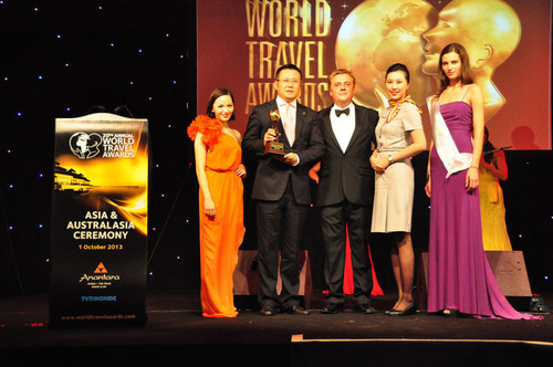 Hainan Airlines Honored as Asia's Leading Airline Economy Class by WTA.  (PRNewsFoto/Hainan Airlines)