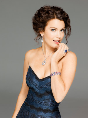 Bellamy Young dazzles in the AGTA Spectrum Award winning jewelry of Anna Los-Becher, Caroline Chartouni, Suzanne Kalan and Maria Canale.